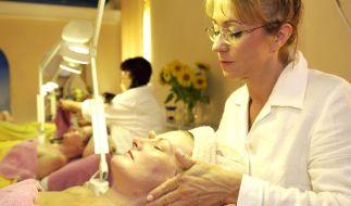 Arbeitsplätze in der Kosmetik-Branche kommen vielen Müttern zeitlich sehr entgegen. (Foto)
