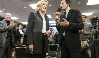 Nach der Wahlschlappe baut Hollande sein Kabinett um (Foto)