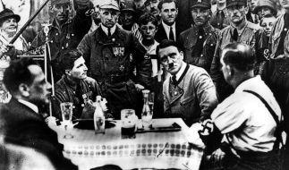 Ein junger Adolf Hitler in München, noch vor der Annexion des Sudetenlandes. (Foto)