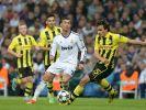 Ihn können sie nur gemeinsam in den Griff kriegen: Weltfußballer Cristiano Ronaldo, hier gegen Mats Hummels. (Foto)