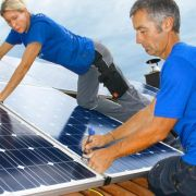 Knipsen statt klettern - Die Solaranlage regelmäßig checken (Foto)