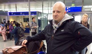Detlefs Laune ist auf dem Tiefpunkt: In Reykjavik soll er ohne sein Gepäck auskommen. (Foto)