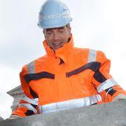 Nach verlorener Wette in Karlsruhe verdingt sich Lanz als Bauarbeiter bei Kanaltunnelarbeiten.