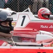 Die Rivalen James Hunt (Chris Hemsworth) und Niki Lauda (Daniel Brühl) schenken sich nichts.