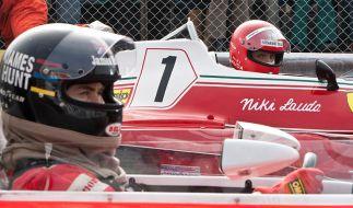 Die Rivalen James Hunt (Chris Hemsworth) und Niki Lauda (Daniel Brühl) schenken sich nichts. (Foto)