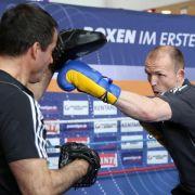 Trainer Röwer: Weltmeister Brähmer gewinnt vorzeitig (Foto)