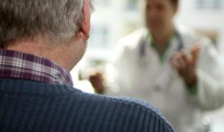 Neu zugelassenes Medikament: Als Patient kritisch nachfragen (Foto)