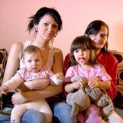Die gerade mal 17 Jahren ist Saskia schon zweifache Mama - ohne ihre eigene Mütter würde sie die Belastung jedoch kaum aushalten.
