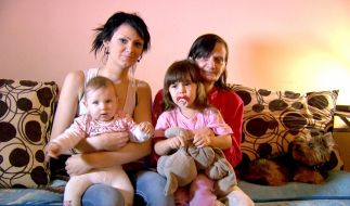 Die gerade mal 17 Jahren ist Saskia schon zweifache Mama - ohne ihre eigene Mütter würde sie die Belastung jedoch kaum aushalten. (Foto)