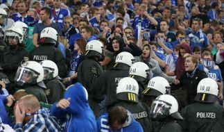 Ermittlungen gegen 23 Polizisten nach Schalke-Spiel (Foto)