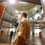 Wegen ihrem demnächst prominentesten Häftling Uli Hoeneß öffnet das Landsberger Gefängnis seine Tore für die Medien.