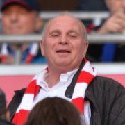 Noch darf Uli Hoeneß Bayern-Spiele sehen.