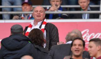 Noch darf Uli Hoeneß Bayern-Spiele sehen. (Foto)