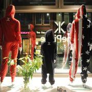 Weibliche Overalls, dezente Lederjacken und dehnbare Jeans (Foto)