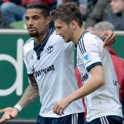 Schalkes Spieler wechseln eigenhändig Taktik (Foto)
