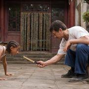 Als Karatemeister gibt Jackie Chan in «Karate Kid» sein Wissen über die Kampfkunst an Jungschauspieler «Jaden Smith» weiter.