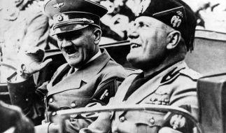 Das Bärtchen half Hitler, seine mangelnden Zähne zu kaschieren. Aber der Duce zeigt auch kein besseres Gebiss. (Foto)