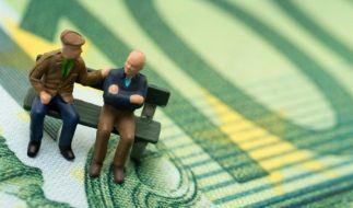 Sparen fürs Alter - Versicherung und Geldanlage trennen (Foto)