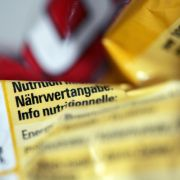 Auf Verpackungen von Lebensmitteln und Getränken müssen ab 2014 Angaben zu Fett, Zucker, Salz, Kohlenhydraten sowie der Kaloriengehalt stehen.
