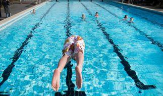 Sobald die ersten warmen Sommertage locken, gehen die Ersten ins Schwimmbad. Doch wenn die Badesaison so richtig beginnt, ist das kühle Nass alles andere als gesund. (Foto)