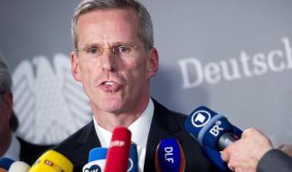 Wegen Snowden: Binninger gibt Vorsitz von NSA-Ausschuss auf (Foto)