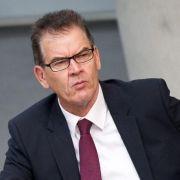 Uni prüft Doktorarbeit von CSU-Minister Müller (Foto)