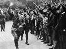 Brauner Skandal im Geschirrschrank: Ein Bielefelder Möbelhaus hat Nostalgie-Tassen mit einem Foto Adolf Hitlers verkauft. (Foto)
