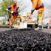 Dobrindt: Erhalt geht vor Neubau von Verkehrswegen (Foto)