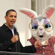 Verrückt geht es bei Barack Obama zu. Die Hausangestellten verkleiden sich als fröhliche Osterhasen und unterhalten die Bürger in Washington. Den ganzen Vormittag steht der Garten des Weißen Hauses für Besucher offen.