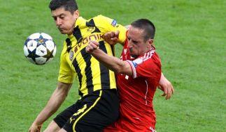 Duell der Superstars: Robert Lewandowski gegen Franck Ribéry. (Foto)