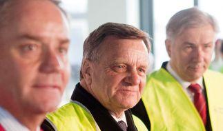 Glück im Unglück: Hartmut Mehdorn (links) wurde von Klaus Wowereit (rechts) erstversorgt. (Foto)