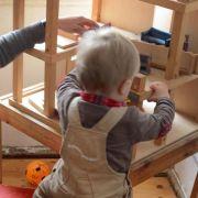 Spielzeug der Geschwister kann kleinen Kindern gefährlich werden (Foto)