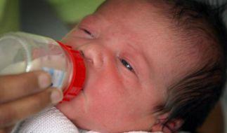 Selbst noch ein Kind und schon frischgebackene Mutter: In England hat eine erst Zwölfjährige ein Baby zur Welt gebracht. (Symbolfoto) (Foto)