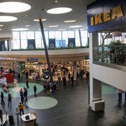 Auf 50.000 Quadratmetern beherbergt es neben dem schwedischen Möbelhaus auch noch zahlreiche andere Ladengeschäfte.
