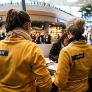 Ikea-Mitarbeiterinnen nahmen sie in Empfang und wiesen den Weg, denn in dem Komplex kann man sich schon mal verlaufen.