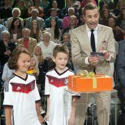 Pfiffige Kids im Duell mit Weltmeister Paul Breitner (Foto)