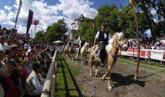 Reise in die Vergangenheit: Besuche bei Rittern und Rotkäppchen (Foto)