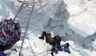 13 Lawinentote am Mount Everest geborgen (Foto)