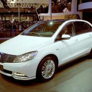 Daimler und BYD präsentieren gemeinsames Elektroauto Denza (Foto)