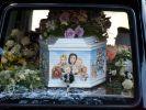 In einem Sarg mit Familienfoto findet Peaches Geldof ihre letzte Ruhe. (Foto)