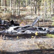 Flugzeugabsturz: Drei retten sich mit Fallschirm, acht sterben (Foto)