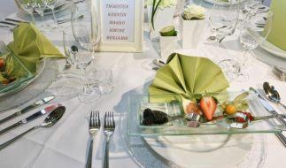 Tischdeko für die Hochzeit: Keine Blütenblätter verstreuen (Foto)