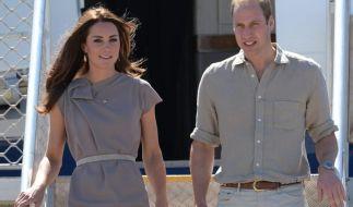 William und Kate bei ihrer Ankunft am Ayres Rock Airport. (Foto)