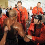 Klitschko muss Leapai vor Prügelei bewahren (Foto)