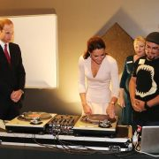 Kate am DJ-Mischpult (Foto)