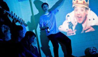 Theaterpremiere:Homosexualität im Fußball (Foto)