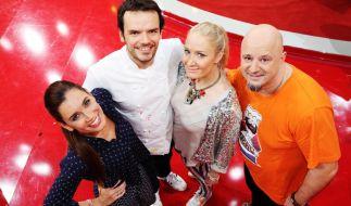Jana Ina Zarrella, Janine Kunze und Detlef Steves wollen Jörg Henssler die Suppe versalzen. (Foto)
