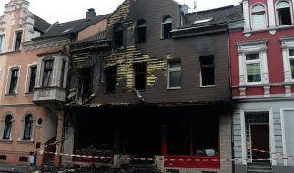 Feuerwehr entdeckt drei Tote nach Imbissbrand (Foto)