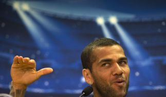 Gegen Rassismus: Alves beißt auf dem Platz in die Banane (Foto)