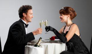 Escort-Damen wissen sich bei hochrangigen gesellschaftlichen Events tadellos zu benehmen. (Foto)